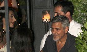 Clooney  Amal: Η πρώτη δημόσια έξοδος μετά τη γέννηση των διδύμων   Μετά τις πρώτες φωτογραφίες που κυκλοφόρησαν με το ζευγάρι να κρατά τα port bebe των διδύμων τους ήρθε και η πρώτη δημόσια έξοδος.  from Ροή http://ift.tt/2t3BkOx Ροή