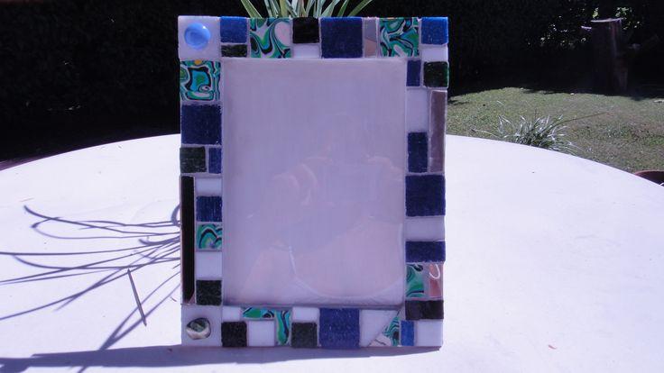 ARCOIRIS MOSAICO  Portaretrato en venecitas y arcilla polimérica, en azules