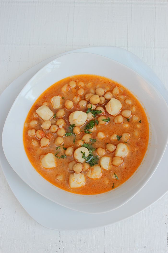 Recipe of chickpeas with scallops. A delicious mix of flavors.