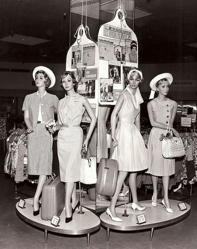 1960s in-store mannequins - love those little plinths!  This to me is classy. Wish these were the designs of today.