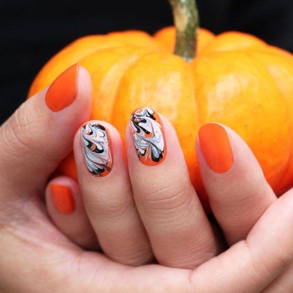 13 erstaunliche Halloween-inspirierte Nagelkunst-Entwürfe   – Nail Art