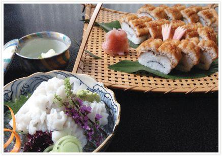 二傳の鱧料理 二条城のふもとにある二傳は、1757年に魚屋として創業、江戸時代より長く仕出し屋として京料理に携わってきた老舗。鱧食べた~い!お弁当も超美味しい。