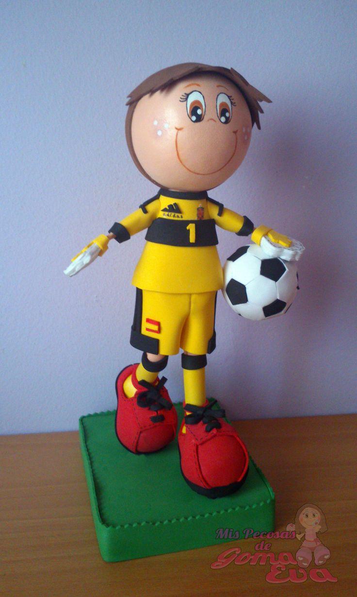 Fofucho Futbolista Iker Casillas. Vista Lateral. *Contactar conmigo en: mispecosasdegomaeva@gmail.com*       *Visita mi blog: http://mispecosasdegomaeva.blogspot.com.es*  *Visitame en facebook: https://www.facebook.com/pages/Mis-Pecosas-de-Goma-Eva/629793133752587*