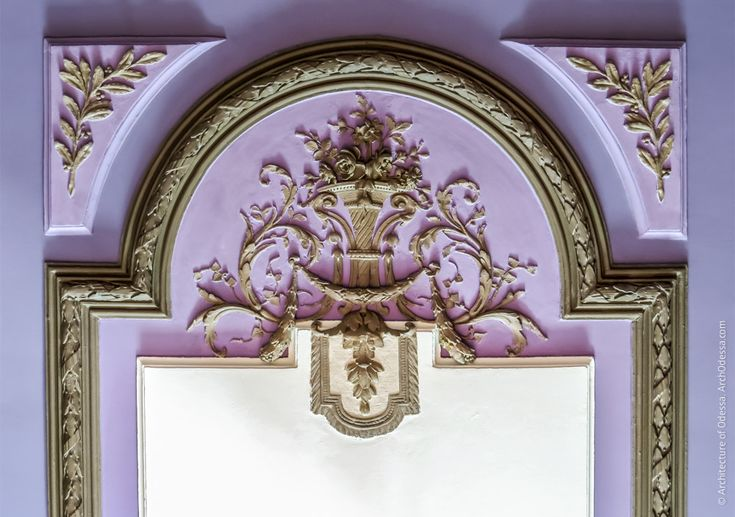 Старый дворец. Белый зал, Шелковая иМраморная гостиные