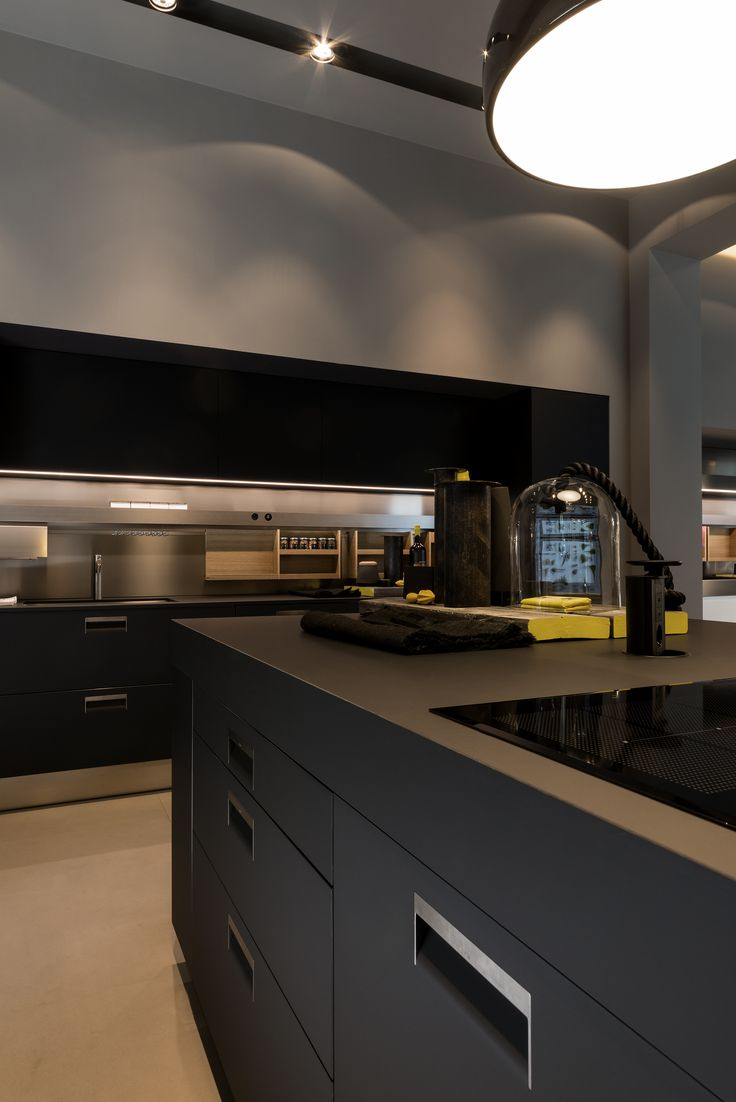 The anti-fingerprint feature of FENIX NTM makes it the ultimate design surface for heavily used kitchens.