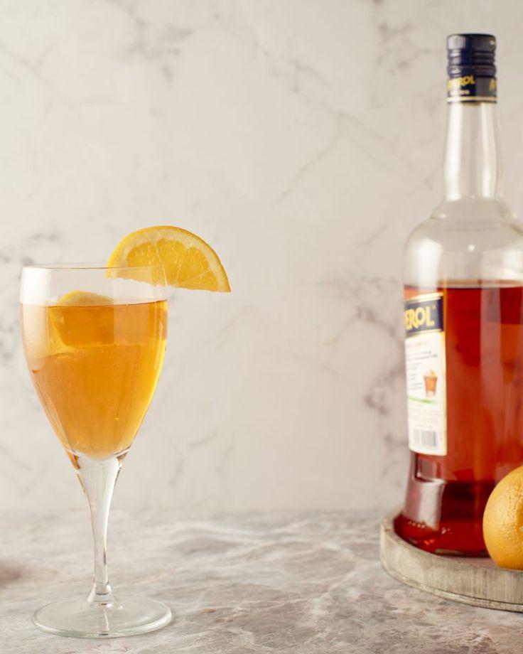 Een traditionele Italiaanse cocktail is deze heerlijke Aperol Spritz. Op basis van bittere sinaaslikeur, prosecco en spuitwater. Lekker verfrissend!