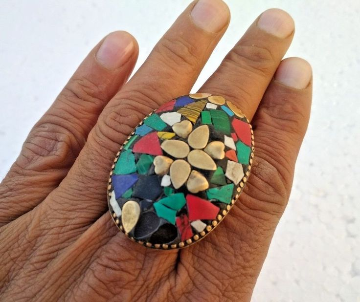 VINTAGE BRASS BEAUTIFUL UNIQUE SHAPE COLORED STONES RING FITS IN ALL FINGERS