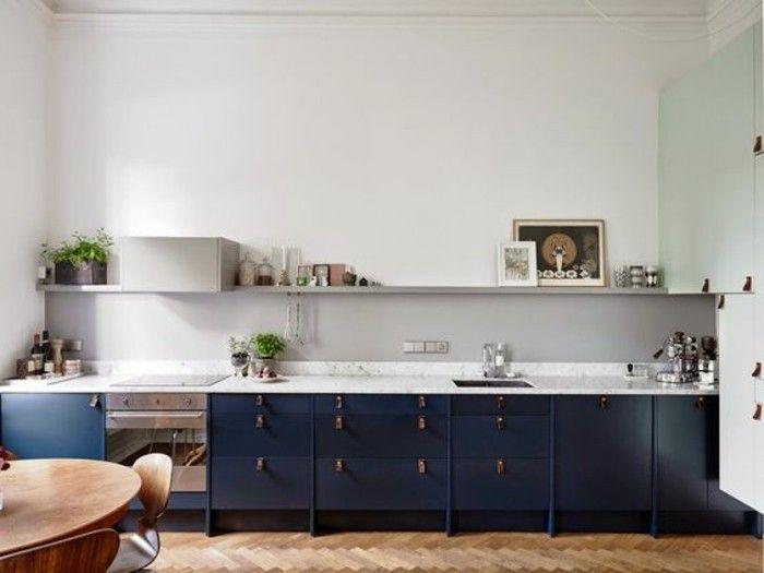 Cucina Con Piano Di Lavoro Colore Bianco Pareti Bianche