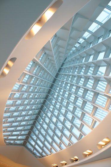 Milwaukee Art Museum -  Lake Michigan in Milwaukee, Wisconsin, USA / 2001 / Santiago Calatrava