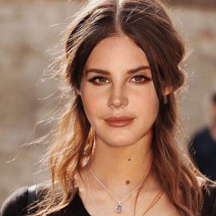 Lana Del Rey in 2020 | She walks in beauty, Model, Lana
