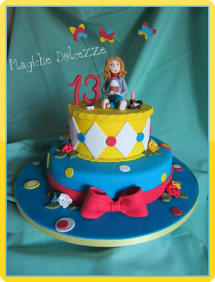 torta Devil con crema al cioccolato e rivestito in pasta di zucchero per il compleanno di una piccola donnina