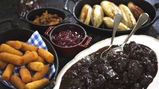 Eén - Dagelijkse kost - wildragout met paddenstoelen, witloof en veenbessen. Gaat ook met gewoon stoofvlees!