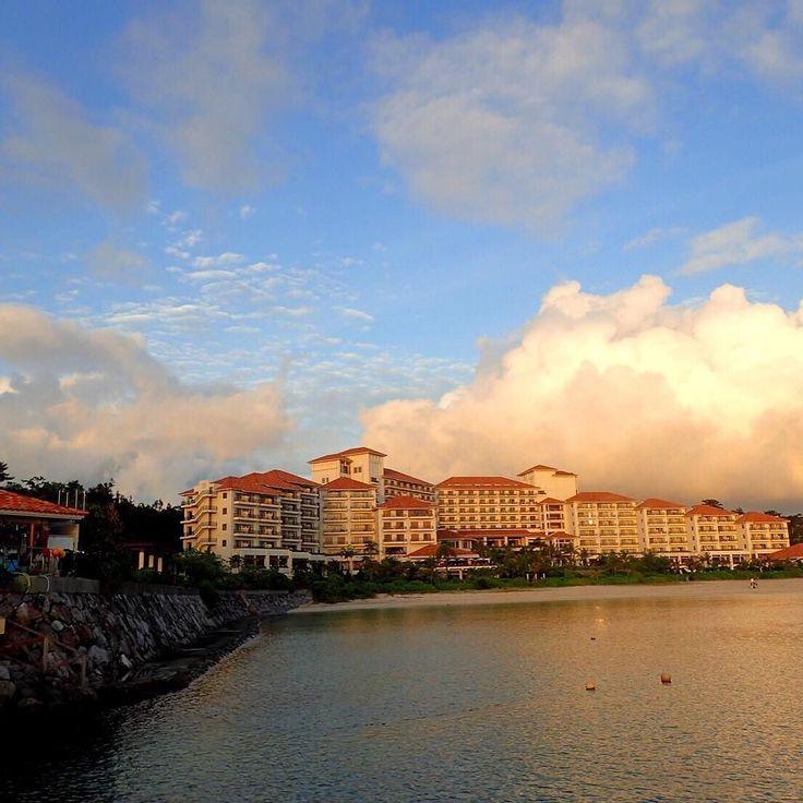 夕日に染まるブセナテラスホテル The Busena Resort in Sunset.  #沖縄 #ダイビング #名護市 #リゾート #スクーバ #ビーチ #夕日 #空 #リゾート #海 #癒し #空間 #大人のリゾート #Okinawan #nago #resort #scuba #diving #feelgood #follow #hotel #expensive #instagood #trip #island