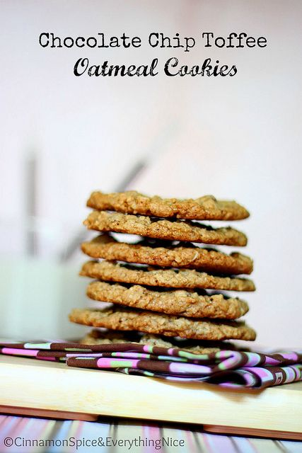 Chocolate Chip Toffee Oatmeal Cookies: Oatmeal Cookies, Chocolate Chips, Chocolates Chips, Toffee Oatmeal, Oatmeal Toffee Cookies Recipes, Brownies Cookies, Toff Oatmeal, Cinnamon Spices, Chips Toffee