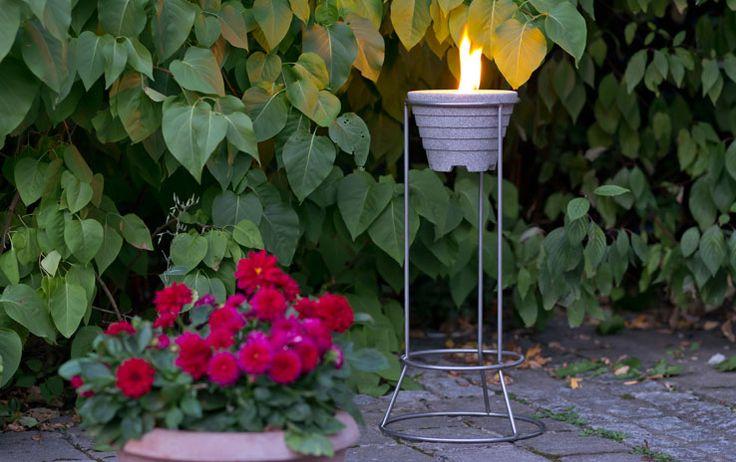 Schmelzfeuer Outdoor Granicium® - Die windsichere Gartenfackel zum Kerzen-Recyceln aus Granicium® Vorteile: - Hergestellt aus geschützter Granicium® Granit-Keramik - Gefüllt mit 1 kg Wachs für 36 Stun