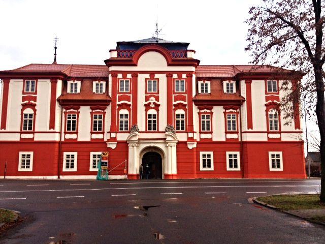Ristrutturazione della facciata e del tetto del palazzo barocco di Luštěnice