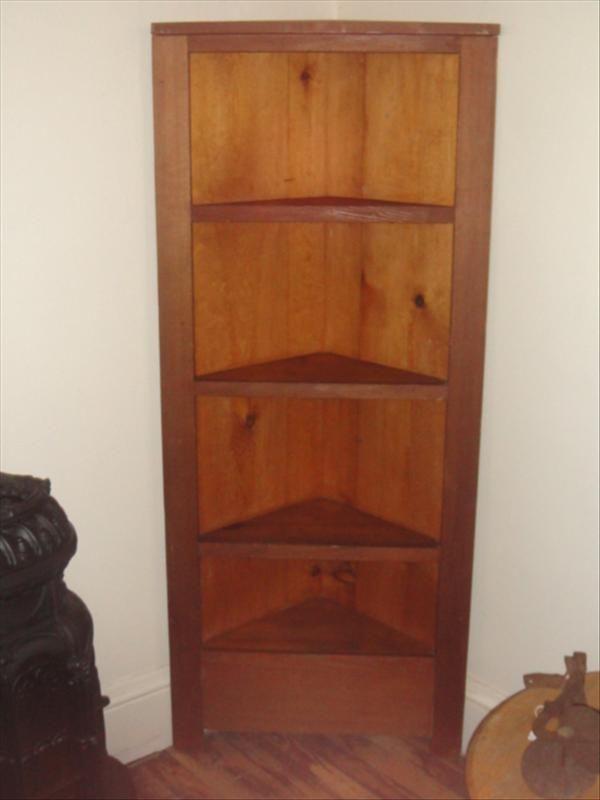 Corner Shelf, me likey.