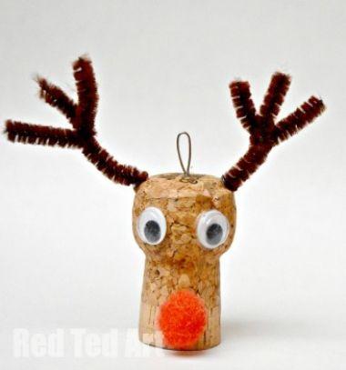 Wine cork Rudolph reindeer Christmas tree ornament // Parafadugó rénszarvas Rudolf karácsonyfadísz - ötlet gyerekeknek // Mindy - craft tutorial collection // #crafts #DIY #craftTutorial #tutorial