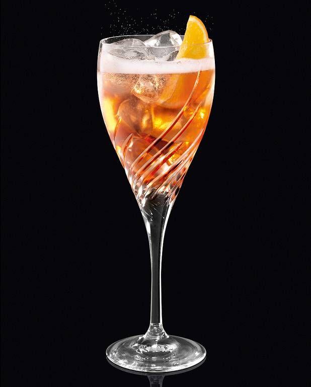 Cocktail Martini Sbagliato pour 1 personne - Recettes Elle à TableIngrédients      3 cl de martini® rosso 3 cl de martini® bitter 6 cl de martini® prosecco       glaçons 1/2 rondelle d'orange
