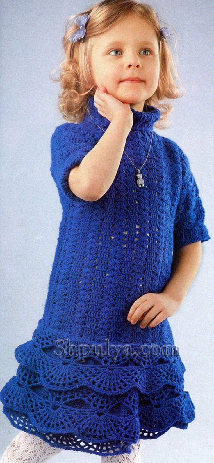 Синее ажурное платье для девочки, вязаное спицами и крючком