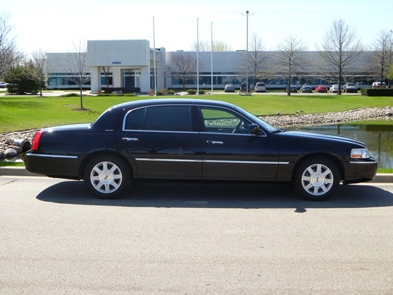 Windy City Limo - $31.00 from Ohare or Midway to the Wyndham Lisle