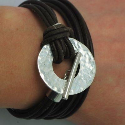 bracelet en argent martelé et cuir