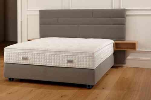 tête de lit avec place de rangement par Hülsta-Werke Hüls