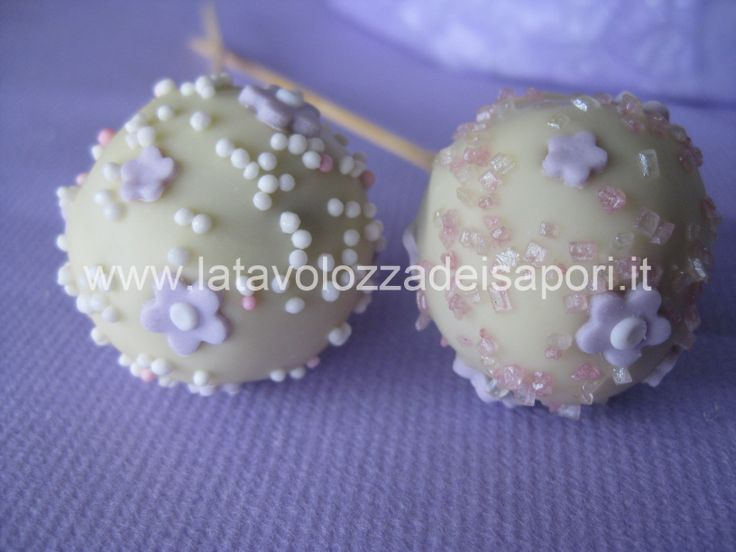 Romantici Pop Cakes   http://www.latavolozzadeisapori.it/ricette/romantici-pop-cakes