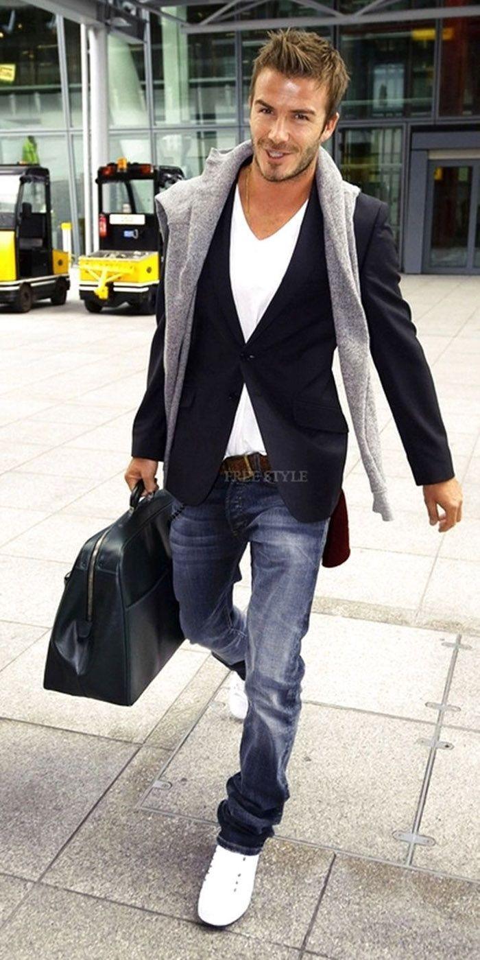 David Beckham é um dos grandes entusiastas do blazer com camiseta.