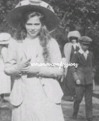Maria, Anastasia and Louis Mountbatten.