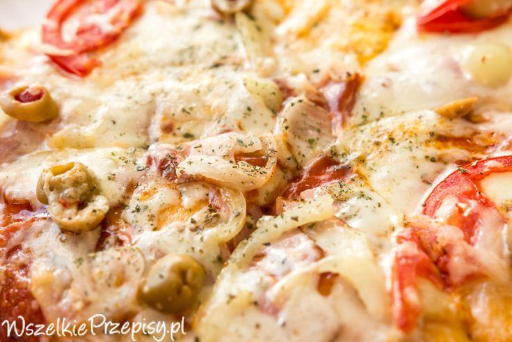 Pizza na grubym cieście #pizza http://www.wszelkieprzepisy.pl/pizza-przepis/pizza-na-grubym-ciescie