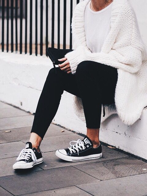 Black leggings are a staple piece of clothing in any wardrobe.  Can  be worn smartly or simply for comfort.