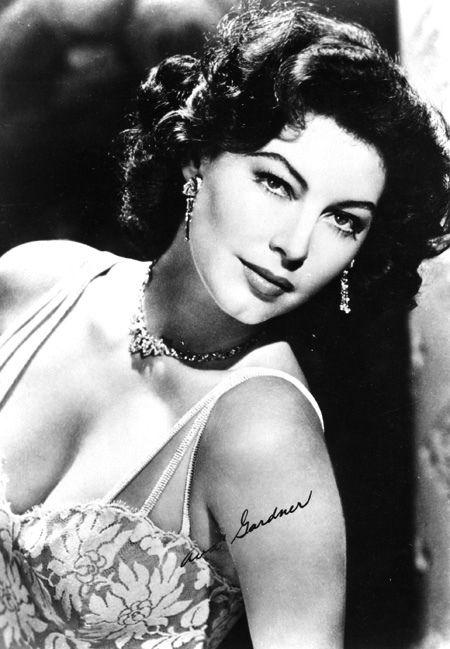 the wonderful 1940s movie star ava gardner potpourri. Black Bedroom Furniture Sets. Home Design Ideas