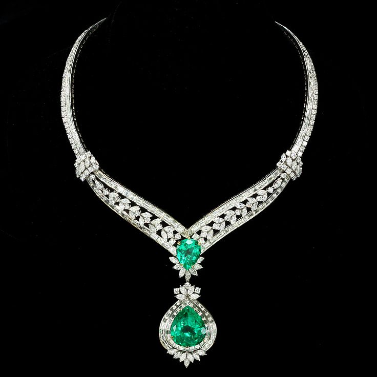 Diamond Necklace with green stone pendant | Things to Wear ...