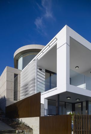 This house draws its inspiration from the surrounding environment - the rugged rocky shoreline between Coogee and Clovelly.