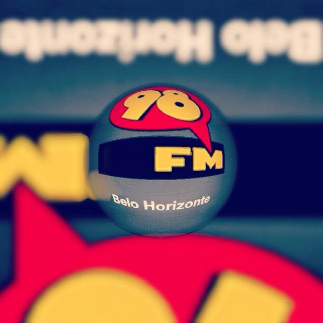 98 fm a melhor rádio da América latina