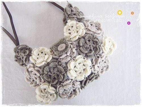 Risultato della ricerca immagini di Google per http://lh3.ggpht.com/-fZ4lRBSa2is/TxAUxnpIDSI/AAAAAAAACt0/e8RmS5TLSNw/crochet_handbag_flowers_grey_white_vannalisascafaria%2525255B7%2525255D.jpg