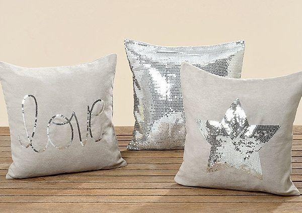 """Kissenhüllen Diese drei wunderschönen Kissenhüllen haben die Maße 40 x 40cm und sind in drei Ausführungen erhältlich:  Stern """"love"""" Glitzer"""