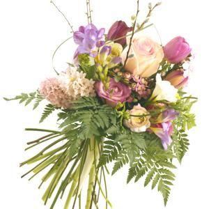 ¡Un ramo de flores de moda americana e inglesa! Es rustico y campestre con jacintos, fresias, rosas y tulipanes | Bourguignon Floristas