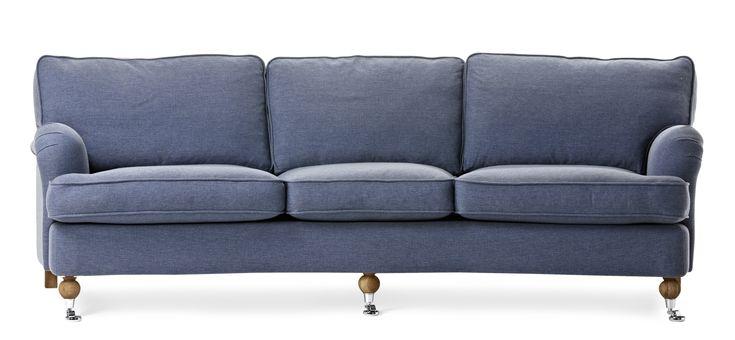 Watford är en svängd 3-sits soffa i komfort standard. Det är en klassisk howardsoffa med mjuka rundade former och skön sittkomfort. Watford går att få i många olika tyger och färger och med olika typer av ben. Köp gärna till en fotpall, nackkudde eller fåtölj i samma serie.