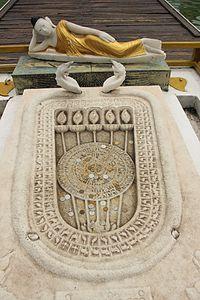 Buddha footprint - Wikipedia