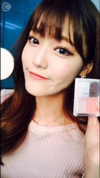 CCHANNEL韓国クリッパーのGUMHEEです♡今日は顔が立体的になるハイライトメイクを動画でご紹介します。私が愛用しているETUDEHOUSE(エチュードハウス)のサンブライトナーとセザンヌチーク#1号です!ハイライトとチークでお顔の立体感を出してより動きがある小顔にしてくれます。皆さんも是非使って見て下さい!