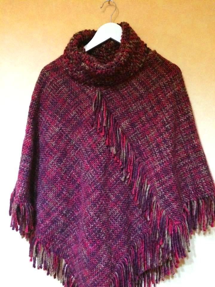 Poncho con cuello. tejido en telar maria, 100% lana merino