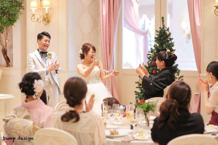 #退場  中座の退場でお母さんを呼び出した時のワンシーン  メインに着いた時2人で一緒のタイミングで決めポーズ  さすが親子息ぴったりです  会場からも思わずみんなの笑い声が  #結婚#結婚式#結婚写真#ブライダル#ウェディング#wedding#前撮り#ロケーション前撮り#ドレス#カメラマン#結婚式カメラマン#ブライダルカメラマン#写真家#結婚式準備#花嫁準備#花嫁#プレ花嫁#プロポーズ#名古屋結婚式#ウェディングドレス#バンプデザイン#bumpdesign#instagramwedding#instagramjapan#イトウスグル#IGersJP#写真好きな人と繋がりたい #ファインダー越しの私の世界#日本中のプレ花嫁さんと繋がりたい