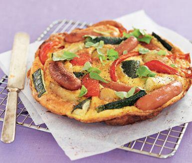 Recept: Ugnsfrittata med korv och grönsaker