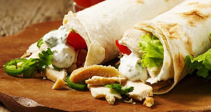 Шаурма с курицей и сыром — любимое многими блюдо ближневосточной кухни. Шаурма в домашних условиях получается более вкусной, сытной и безопасной. Домашняя шаурма может готовиться с мясом, картошкой, грибами, салатом и другими продуктами. Предлагаем вам приготовить классическую шаурму с курицей и сыром. Источник:http://shostkasyr.com/ru/