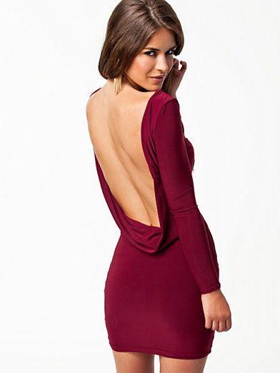 @PinFantasy - Backless dress - ✯ http://www.pinterest.com/PinFantasy/moda-~-backless-dresses-espalda-al-aire/