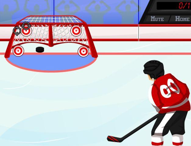 Eres un jugador de Hockey y tienes que demostrar tus habilidades en este deporte lanzando el disco a las dianas que te indiquen, de clic en el momento preciso para poder apuntar bien, no gastes los lanzamientos.