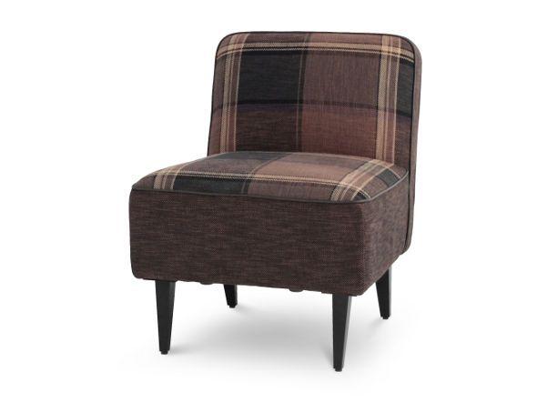 チェック柄が可愛く、どことなくヴィンテージ感も漂うチェルシーソファ。細いスチール脚とコンパクトなサイズ感が特徴です。リビングでソファとしてのご使用はもちろん、リビングダイニング用のソファとしてもおすすめです。