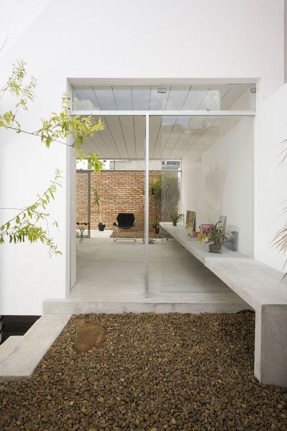 Cube house / AR Arquitetos concrete. brick. stucco. glass.